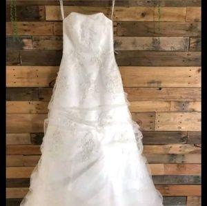 Brand new Monique Lou wedding dress